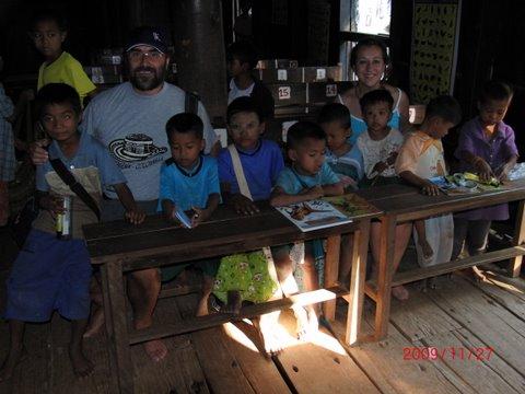 A Fundación Cum Laude en Birmania. Novembro 2009.